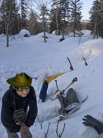 kacchinはんの雪洞から見た、ぼくとJ君の雪洞