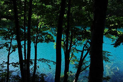 オンネトーの、ほかのどこよりも青い湖面
