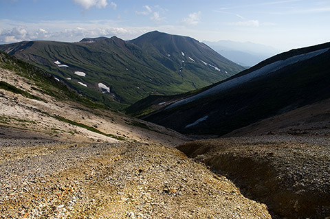 旭岳にも斜光線の当たる時間。
