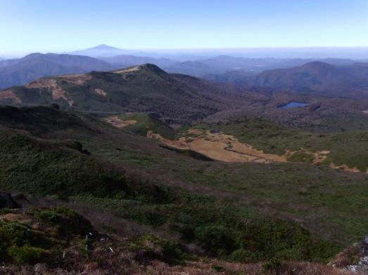 秣岳のむこうは鳥海山